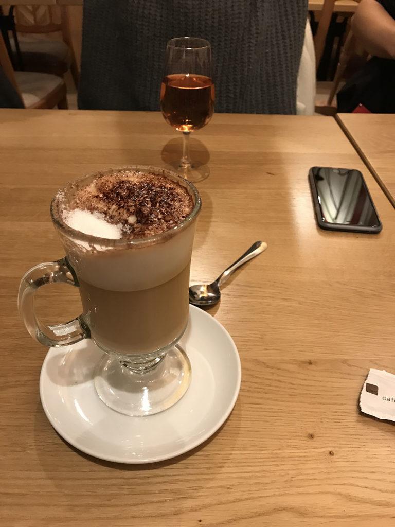cappuccino em Gruyeres