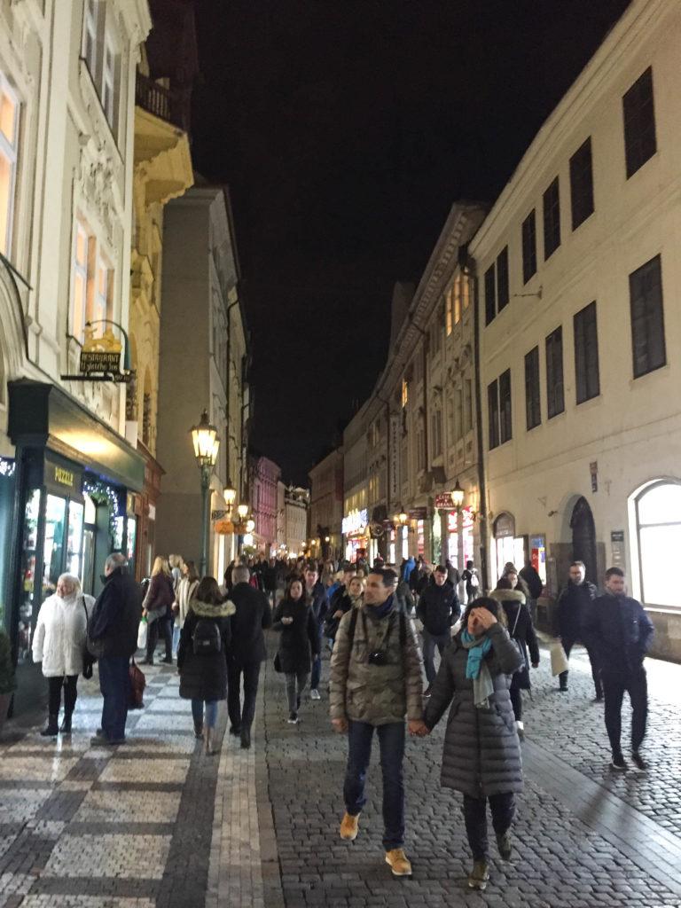 Praga bem cheia a noite