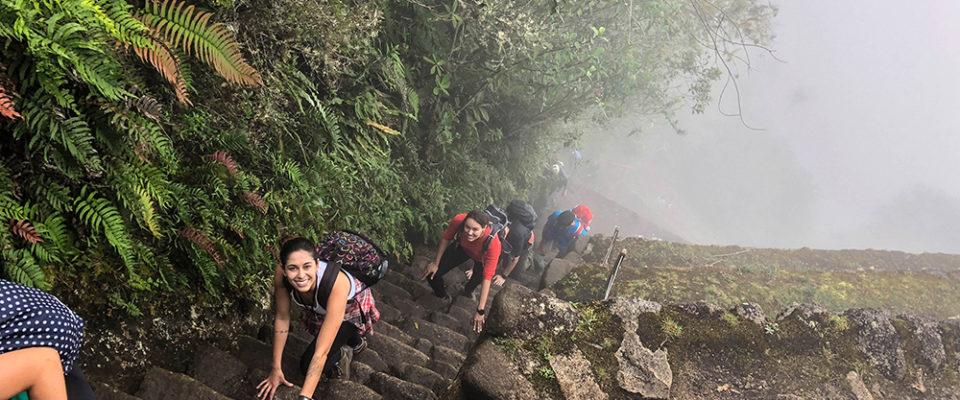 Quase chegando ao topo da Huayna Picchu, trecho final.