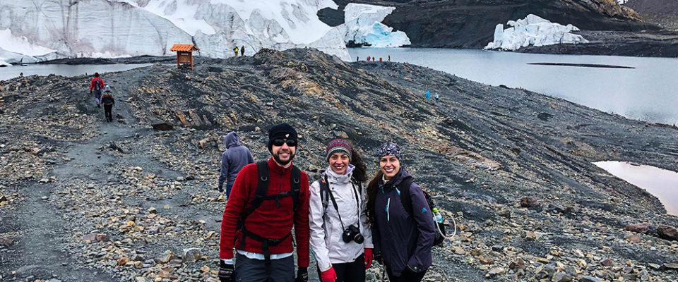 Glaciar Pastoruri a esquerda.